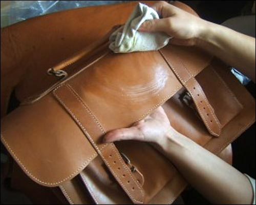 How to restore leather handbag ?