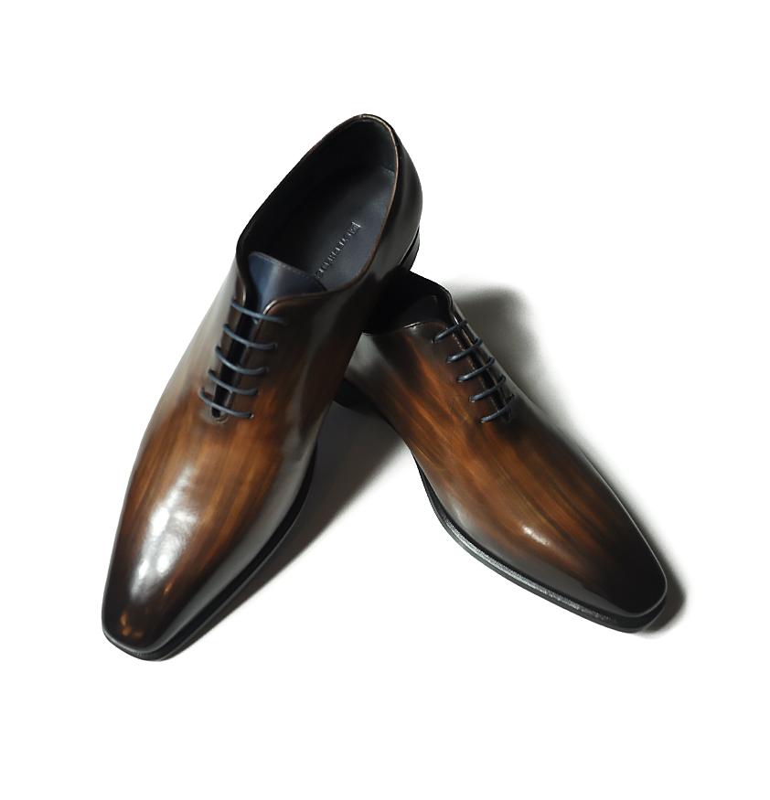 Leather shoes - an elegant present for men