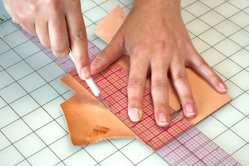 How to cut thick leather